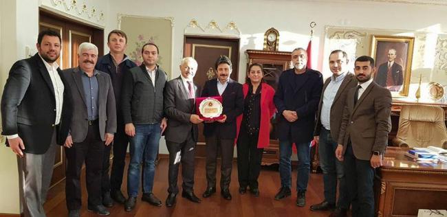 Ekşioğlu Vakfı Yöneticileri Üsküdar Kaymakamı Sayın Murat Sefa Demiryürek beyefendiyi makamında ziyaret etti