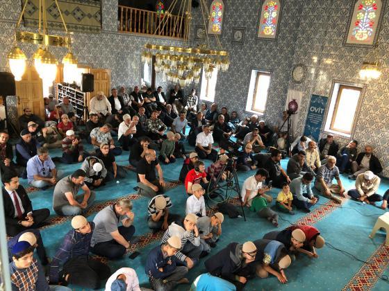 Şenlikler öncesi Ekşioğlu Vakfı Rize Müftülüğü ile ortaklaşa Ovit Yaylası Hakkı Ekşi Camiinde Kuran Ziyafeti programı gerçekleştirdi.